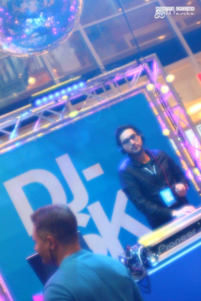 Show DJ