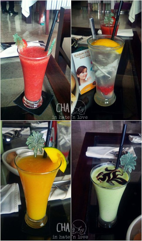 KaA : strawberry juice  KiA : lupa namanya, coconut, pearl and something.  KaB : mango juice KiB : avocade juice
